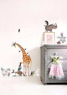 Kinderkamer muurstickers 'Dieren' (XL), voor de kinder- of babykamer! Illustratie (oa een grote giraffe) van Fiep Westendorp, 85 x 119 cm, € 89,95