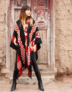 "PONCHOS DE GUARDA ATADA ""FAMILIA AVAR SARACHO"" Kimono Top, Women, Fashion, Cape Clothing, Winter Cloak, Scarves, Tejidos, Tied Up, Gloves"
