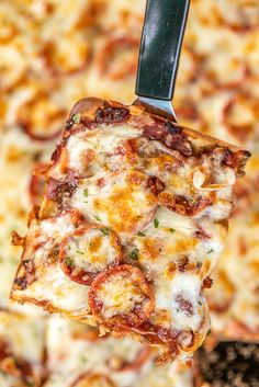 Crazy Crust Pizza - No rolling out dough - the crust is made from a liquid batter. Top the pizza with your favorite toppings. The BEST! Easy Soup Recipes, Pizza Recipes, Dinner Recipes, Cooking Recipes, Healthy Recipes, Pizza Snacks, Pizza Food, Lunch Recipes, Drink Recipes