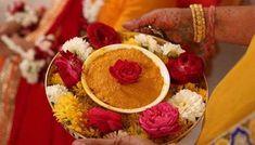 அட்சதையின் தாத்பர்யம் Desi Wedding Decor, Wedding Stage Decorations, Altar Wedding, Marriage Decoration, Boho Wedding, Thali Decoration Ideas, Flower Decoration, Haldi Ceremony, Elegant Centerpieces