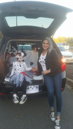 Mom and daughter costumes Cruella DeVille and 101 Dalmatians for Trunk or Treat
