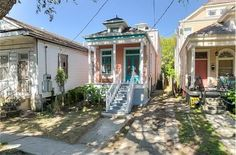 New Orleans's Mid-City neighb' is hot right now, as people try to scoop up properties near the University Medical Center and burgeoning Lafitte Corridor. According to Trulia, the average listing price in Mid-City was $355,312 as of Sept. 30, but the highest priced listing on the market right now in the neighborhood is asking $1,295,000. Using Realtor, we've mapped the 10 least expensive properties for sale in Mid-City right this second, ranging from $225,000 to $425,000.