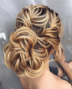 Gorgeous bridal hairstyles ,Messy updo Wedding hairstyle | updo hairstyle #messyupdo #bridalupdo #weddinghairstyle #weddingupdo #chignon #weddinghairstyles #bridehair #upstyle #updohairstyles #weddinghair