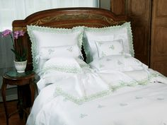 The allure of these exquisite #linens begins with an intricate #embroidered border and heightens when you run your hand along the silken 600 thread count 100% Egyptian cotton sateen. Glamorous and uniquely yours, designed to leave you breathless. Made in Italy, and offered with Green embroidery on Pure White.