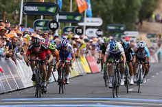 Simon Gerrans edges Rohan Dennis to take the stage 3 win and the race lead at the TDU