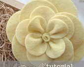DIY felt flower-gardenia.  CUTE!!