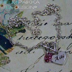 Kaulakoru sydänlukolla, äiti tekstiamuletilla ja pinkillä Swarovskin kristallilla <3 Kaulakoru tältä erää loppu.