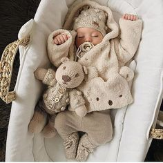 Uploaded by Find images and videos about cute, winter and baby on We Heart It - the app to get lost in what you love. So Cute Baby, Cute Baby Clothes, Cute Kids, Winter Baby Clothes, Babies Clothes, Baby Winter, Foto Baby, Cute Baby Pictures, Baby Family