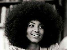 Nesta programação, Esperanza Spalding apresenta um repertório que vai deixar claro seu apreço e admiração pela música brasileira entrelaçando-a com o jazz, swing, funk e soul.