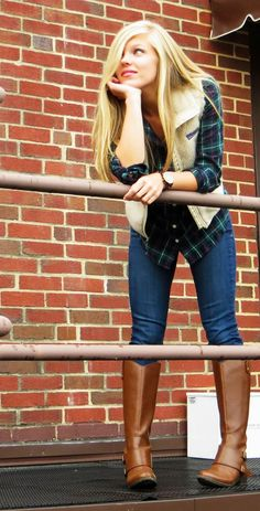Patagonia tan vest, plaid and camel boots. Preppy Outfits, Preppy Style, Cute Outfits, Fashion Outfits, Preppy Girl, Fashion Moda, Look Fashion, Fall Fashion, Net Fashion