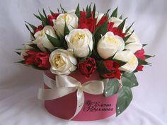 Candy Flowers, Crepe Paper Flowers, Diy Flowers, Flower Box Centerpiece, Basket Flower Arrangements, Chocolate Flowers Bouquet, Sweet Box, Valentine Day Crafts, Flower Boxes