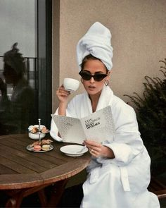 The One Trick You Need To Try For A Stress-Free Morning - Career Girl Daily - These cold shower benefits will help you banish stress, lose weight and much, much more! Want to kn - Boujee Aesthetic, Aesthetic Fashion, Cold Shower, Lazy Sunday, Photo Instagram, Disney Instagram, Gigi Hadid, Fashion Photography, Travel Photography