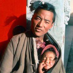 ☀️ #TibetanFamilies * Instagram.com/TibetanPortraits ༜~࿂~༜~࿂~༜~࿂~༜~࿂~༜~࿂~༜~࿂~༜ #TibetanPortraits #Tibet #Tibetan