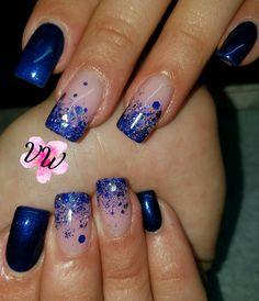 Blue gel polish and blue glitter accent full set