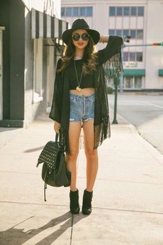 45 Sexy Kimono Outfit Ideas Street style wear, Kimono with denim shorts, corp tops and a Hat Festival Stil, Look Festival, Chic Outfits, Spring Outfits, Fashion Outfits, Womens Fashion, Kimono Fashion, Petite Jumpsuit, Looks Street Style