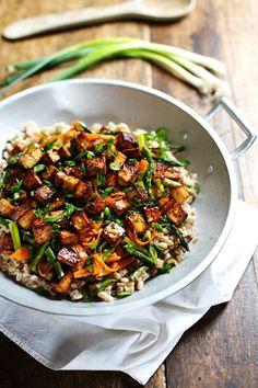 Honey Ginger Tofu and Veggie Stir Fry - crunchy colorful veggies, golden brown tofu, homemade sauce. So good! 400 calories. | pinchofyum.com