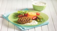 Barbequed Curried Chicken Burgers with Yogurt Sauce from Cookspiration by DietitiansCAN Sundae Recipes, Sauce Recipes, Grilled Sandwich, Yogurt Sauce, Mets, Yum Yum Chicken, Tasty Dishes, Healthy Eating, Healthy Food