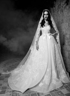 Imagen 106 Tanya: Vestido de novia alta costura, estilo imperial y con intrincados bordados | HISPABODAS