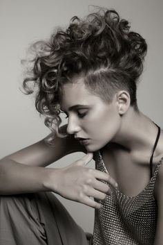 Mohawk hairstyles for women are a big trend right now, and they will still be hot. There are a lot of up-dos that look great into mohawk hairstyles for women. Curly Hair Cuts, Short Curly Hair, Short Hair Cuts, Curly Hair Styles, Mohawk Styles, Curly Hair Shaved Side, Thick Hair, Short Curls, Haircut Styles