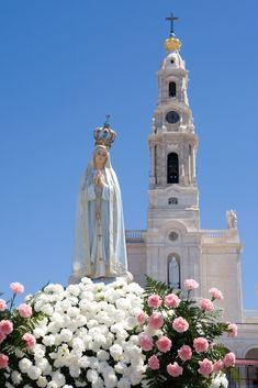 Sanctuary of Our Lady of Fatima, Portugal Visit Portugal, Spain And Portugal, Portugal Travel, Fatima Portugal, Saint Marin, Learn Brazilian Portuguese, Portuguese Culture, Lady Of Fatima, Voyage Europe