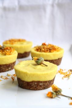 Mango and Turmeric Raw Cupcakes