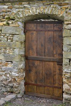 Pour terminer la rénovation de la porte extérieur, laisser sécher la lasure après application. #Bois #Bondex