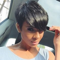 The pixie haircut is still on trend and getting one is the perfect way to stand out from the crowd. Long pixie hairstyles are a beautiful way to wear short. Love Hair, Great Hair, Gorgeous Hair, Pixie Hairstyles, Cool Hairstyles, Hairstyle Short, Brünetter Pixie, Pixie Cuts, Short Pixie