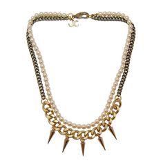 Collier court double composé d'un collier en perles de verre et d'un collier en laiton traitement bronze vieilli et doré orné de cinq piques. Handmade in France.Longueur : 45cm. Poids 80g