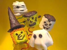 Halloween marshmallow treats Marshmellow Treats, Marshmallow Halloween, Marshmallow Dip, Halloween Chocolate, Halloween Goodies, Cute Halloween, Halloween Treats, Giant Marshmallows, Chocolate Covered Marshmallows