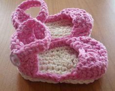 Crochet Baby Button Sandals por NewArrivalsByStef en Etsy