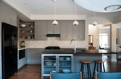 Basic Kitchen Area Concepts For Inside or Outside Kitchen areas – Outdoor Kitchen Designs Portable Kitchen Island, Kitchen Island Storage, Kitchen Island With Sink, Basic Kitchen, Minimalist Kitchen, Contemporary Kitchen Layouts, White Kitchen Appliances, Kitchen Counters, Outdoor Kitchen Design