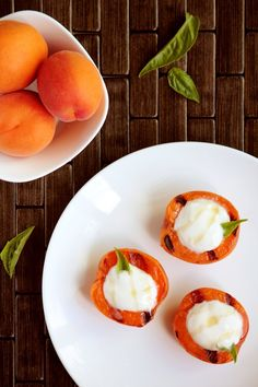 Grilled Apricots with Honey Greek Yogurt—a simple and healthy breakfast or snack. Fried Ham, Greek Yogurt Recipes, Greek Yoghurt, Breakfast Plate, Breakfast Ideas, Mashed Sweet Potatoes, Dessert Recipes, Ww Desserts, Dinner Recipes