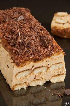 Ingrediënten: - 225 ml espresso - 250 g mascarpone - 125 ml slagroom - 4 el amandellikeur (Amaretto) - 3 blaadjes witte gelatine - 5 el suiker g) - 150 g Italiaanse lange vingers (savoardi) - 50 g Mnm Cake, Cupcake Cakes, Healthy Sweet Snacks, Sweet Treats, Bavarois Recipe, Cake Recept, Tiramisu Cake, Dutch Recipes, Bread Cake