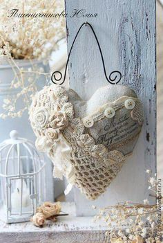 Shabby, fabric, embellished heart on wire hanger. Another beautiful shabby chic heart made of favorite remnants. Lace feelings ~ New vintage lace heart style Shabby. coeur romantique with wire hanger This is such a cute setup so perfect for a cottage or r Shabby Chic Crafts, Vintage Shabby Chic, Shabby Chic Homes, Vintage Heart, Vintage Lace, Shabby Chic Ornaments, Shabby Chic Pillows, Shabby Fabrics, Chic Bedding