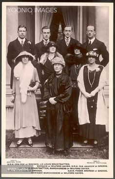 Victoria Mounbatten (Battenberg), Marchioness of Milford Haven, formerly Princess Victoria of Hesse-Darmstadt, pictured with her four children and their spouses. Princesa Victoria, Princesa Diana, Prince Andrew, Prince Phillip, Familia Windsor, Louise Mountbatten, Adele, Images Of Princess, Greek Royalty