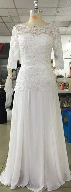 Voor ons #bohemain #bruidje hebben we deze fantastische #trouwjurk ontworpen met sexy rug. Isn't she lovely?