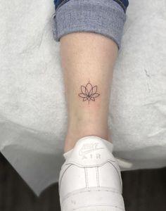 - List of the most beautiful tattoo models Cute Tiny Tattoos, Dainty Tattoos, Little Tattoos, Feather Tattoos, Mini Tattoos, Body Art Tattoos, Tiny Foot Tattoos, Tattoos Skull, Water Lily Tattoos