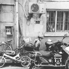 Alley pic #gamedev #gamedesign #gamedesigner #gamedeveloper #gamedevelopers #videogames #videogame #games #gamer #gaming #nerd #toycollector #ps4 #xbox #pcgamer #shanghai #SH #hongkong #HK #china #shanghailife #chinalife #randomencounters #thisischina #shanghaistreets http://xboxpsp.com/ipost/1494748091852286945/?code=BS-aXhTjGvh