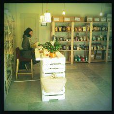 Mostrador de la tienda ecológica Blai Blai. Productos macrobióticos.