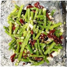 Sperziebonen salade met olijven, tomaatjes en pecorino Salad Recipes, Healthy Recipes, Sports Food, Asparagus, Green Beans, Tapas, Bbq, Food And Drink, Lunch