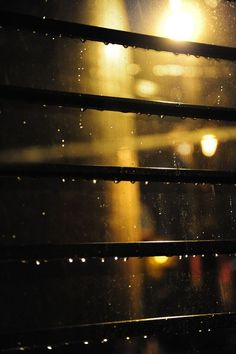 오늘의유머 - 새벽 창문으로 보는 빗방울