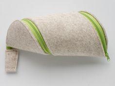 Federmäppchen - Spiralmäppchen / Stiftemäppchen / Etui Wollfilz - ein Designerstück von tofteMonasteria bei DaWanda