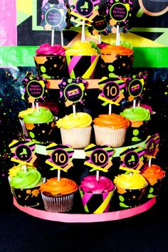 Birthday Cake Ideas For Teens Neon Glow Party 40 Ideas 80s Birthday Parties, Neon Birthday, 80s Party, Birthday Party Themes, Birthday Cake, Glow Party, Glow In Dark Party, Roller Skating Party, Skate Party