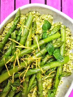 Crushed pea, mint, lemon and asparagus salad Lemon Asparagus, Asparagus Salad, Fresh Mint Leaves, Slimming World Recipes, Summer Salads, Easy Healthy Recipes, Food Print, A Food, Food Processor Recipes
