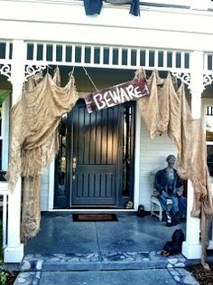 Spooky Halloween Outdoor Décor. Love the burlap!