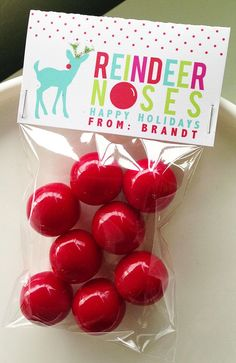{Free Printable} Printable Bag Toppers for Holiday Treats - Use our free printable to create quick and easy classroom holiday treats—Reindeer Noses!—for your child's school or daycare holiday party. Christmas Treat Bags, Christmas Candy, Diy Christmas Gifts, Christmas Projects, Christmas Holidays, Xmas, Christmas Classroom Treats, Magical Christmas, Christmas Parties