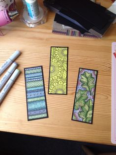 Here are some easy handmade DIY bookmarks with Mandala artwork that promotes inner healing. Creative Bookmarks, Diy Bookmarks, Corner Bookmarks, Zentangle Drawings, Doodles Zentangles, Doodle Patterns, Zentangle Patterns, Tangle Doodle, Doodle Art
