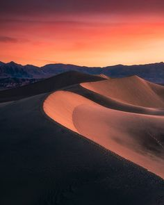 "1,357 Likes, 70 Comments - Albert Hongbo Yang (@alberthbyang) on Instagram: ""Sunrise at the sand dunes in Death Valley National Park✌️  There's just something magical about…"""