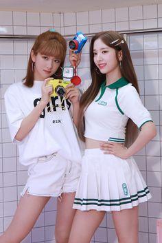눈부신 우주소녀의 Summer! 스페셜 앨범 [For the Summer] - 지니 Exy Wjsn, Cheerleader Skirt, Cute Lesbian Couples, Cosmic Girls, Japan Girl, Girl Bands, Kpop Girls, Asian Beauty, Cheer Skirts
