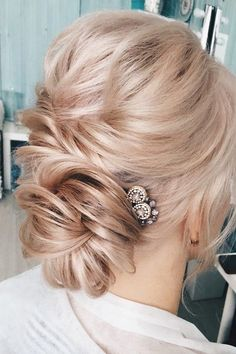 Looking for perfect hairstyle? Check out these Gorgeous Wedding Hairstyle from wedding updo to boho braid hairstyles.perfect For Every Wedding Season Elegant Wedding Hair, Wedding Hair And Makeup, Trendy Wedding, Wedding Updo, Unique Wedding Hairstyles, Bridal Hair Inspiration, Bridal Hair Updo, Up Hairstyles, Bridal Hairstyles